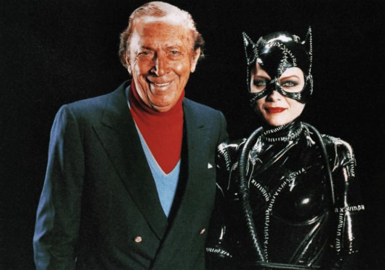 鮑勃肯恩與蜜雪兒菲佛飾演的貓女。