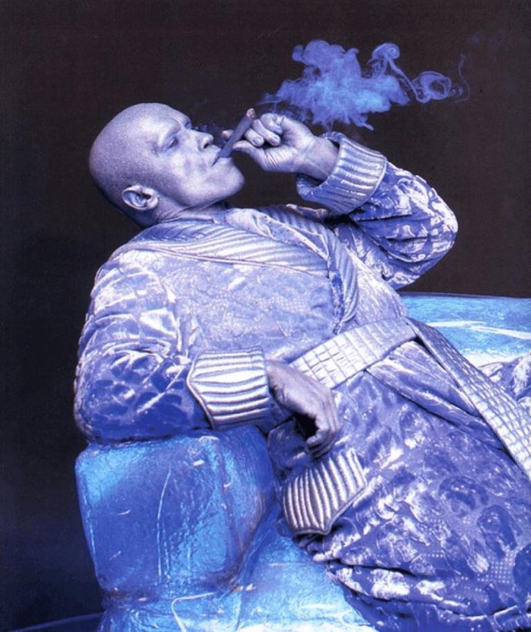 急凍人唯一的享受是吞吐燃燒著迷人香氣的雪茄,好喔。
