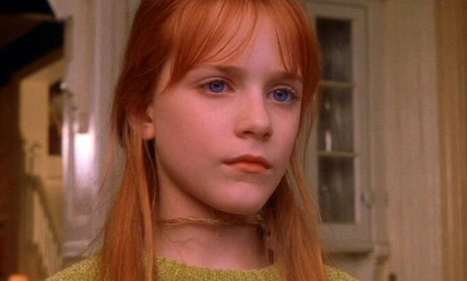 伊雯瑞秋伍德 (Evan Rachel Wood) 在《超異能快感》(Practical Magic) 飾演珊卓布拉克的女兒。