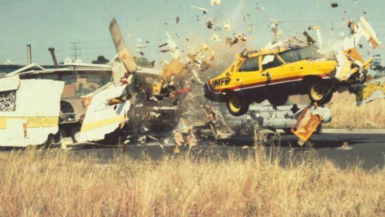 《迷霧追魂手》:極低成本卻極度真實的撞車片段