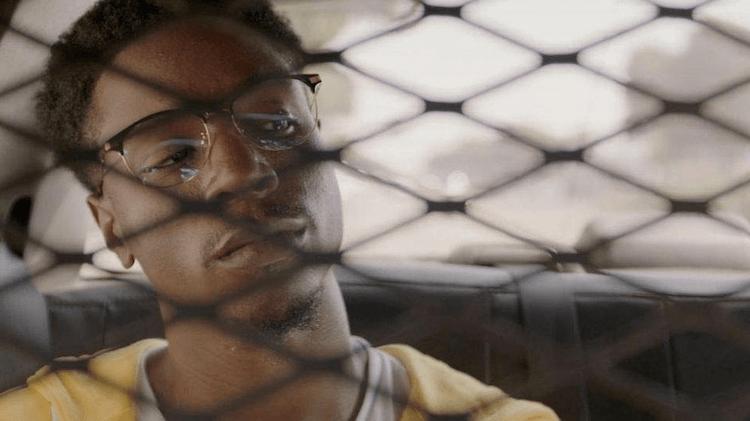 已可於 Netflix 網飛供線上看,2021 奧斯卡最佳實景短片電影《遙遠的陌生人》劇照。