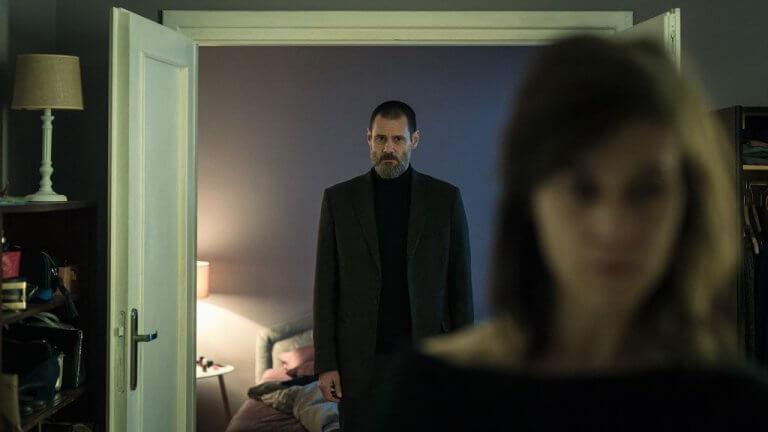 《闇罪無間》為金凱瑞繼《靈異 23》後再度詮釋瘋魔角色。