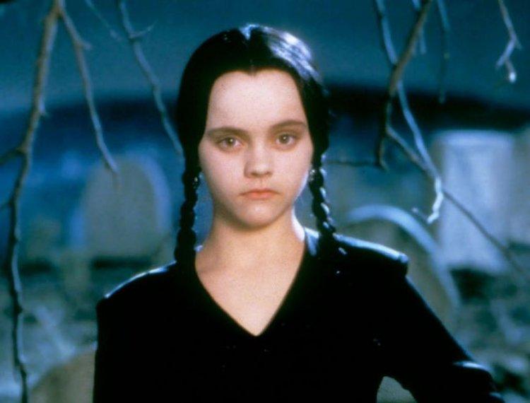 《阿達一族》陰鬱少女「星期三」溫絲戴