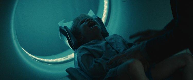 取材自俄羅斯恐怖都市傳說「地獄養子」的驚悚恐怖電影《陰兒》即將在台上映。