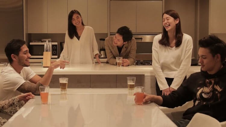 日本熱門戀愛實境節目《雙層公寓》讓年輕男女共處一屋,自然無腳本的真實互動緊抓觀眾的心。