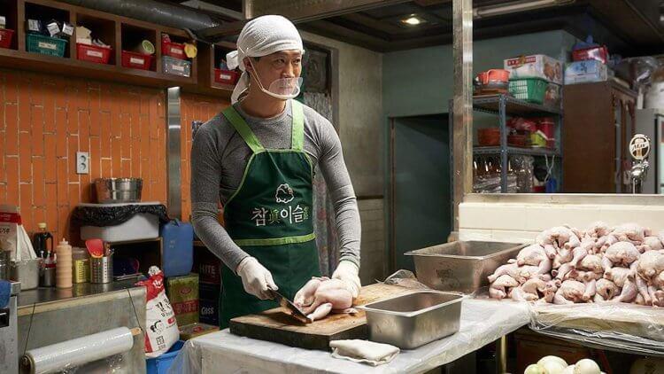 韓國喜劇動作電影《雞不可失》電影劇照,為查緝刑案竟開始了炸雞事業?