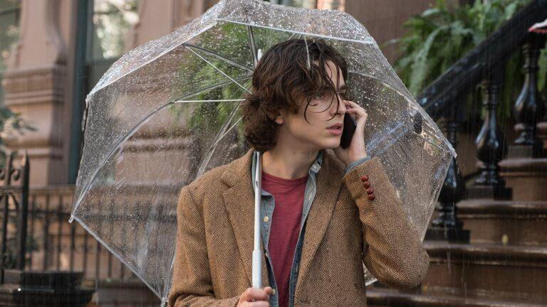 注入青春活力的伍迪艾倫新作《雨天.紐約》,找來「甜茶」提摩西攜手賽琳娜、艾兒芬妮浪漫詮釋