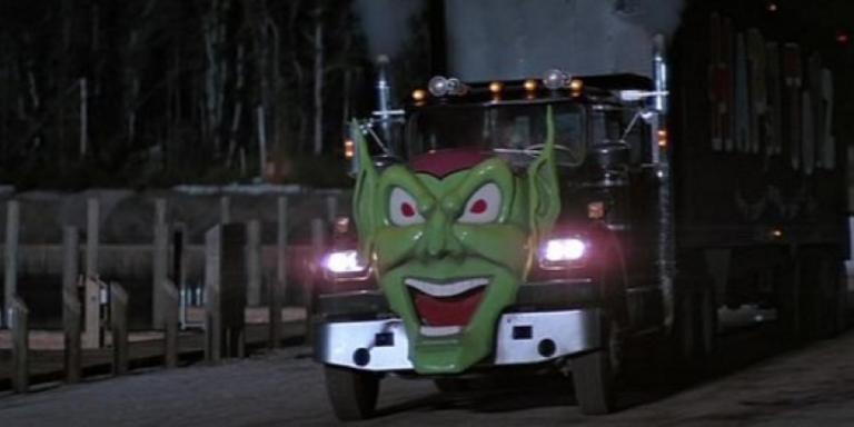 《驚心動魄撞死你》中的綠妖精大卡車,看起來有點嚇人。