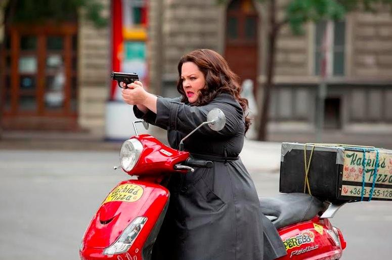 電影 《 麻辣賤諜 》中, 瑪莉莎麥卡錫 的 阿珠媽 特務 造型有著反差「笑」果。