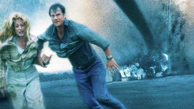 【電影背後】塞滿災難、熱浪與腦震盪的《龍捲風》幕後大公開 (上):還沒開拍就掛滿死亡 flag 的 90 年代超級大片首圖