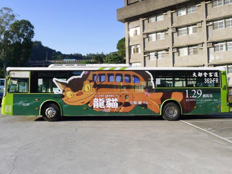 《龍貓》經典角色「貓巴士」躍上百輛公車,大台北跑透透。
