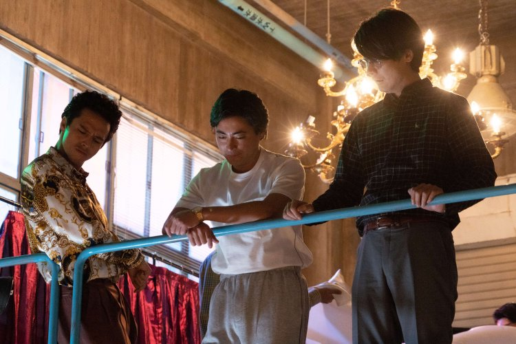 Netflix 日劇《AV 帝王》(全裸監督)內容取自爭議情色導演村西透故事,引起熱烈迴響。