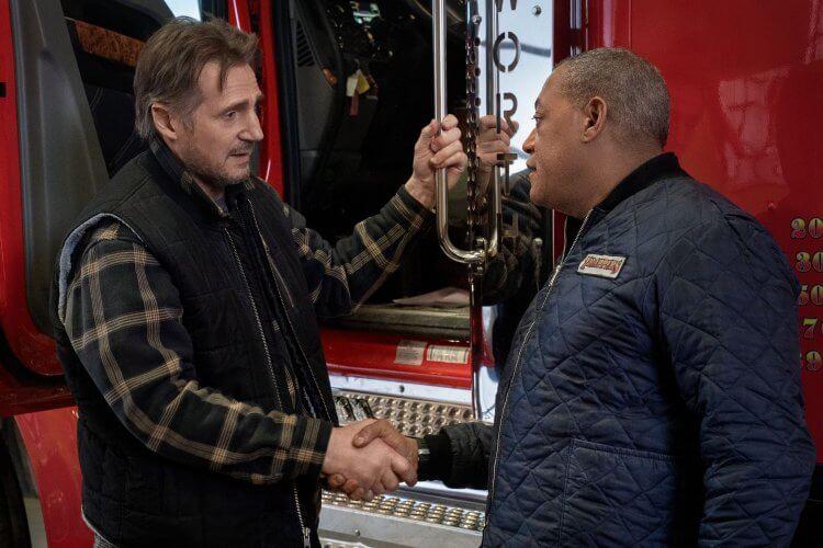 連恩尼遜電影《疾凍救援》化身卡車老司機,狂飆冰封道路拯救受困礦工