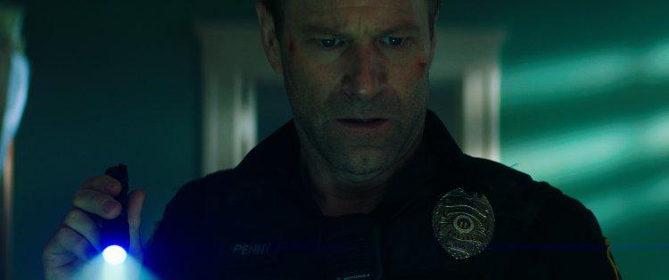 好萊塢最強綠葉影星亞倫艾克哈特在警匪動作電影《絕命直播》中化身超猛警探。