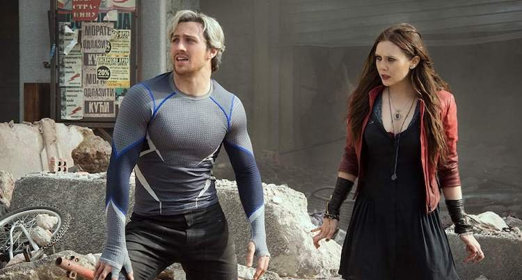 亞倫泰勒強森(左)在《復仇者聯盟:奧創紀元》中飾演「快銀」。