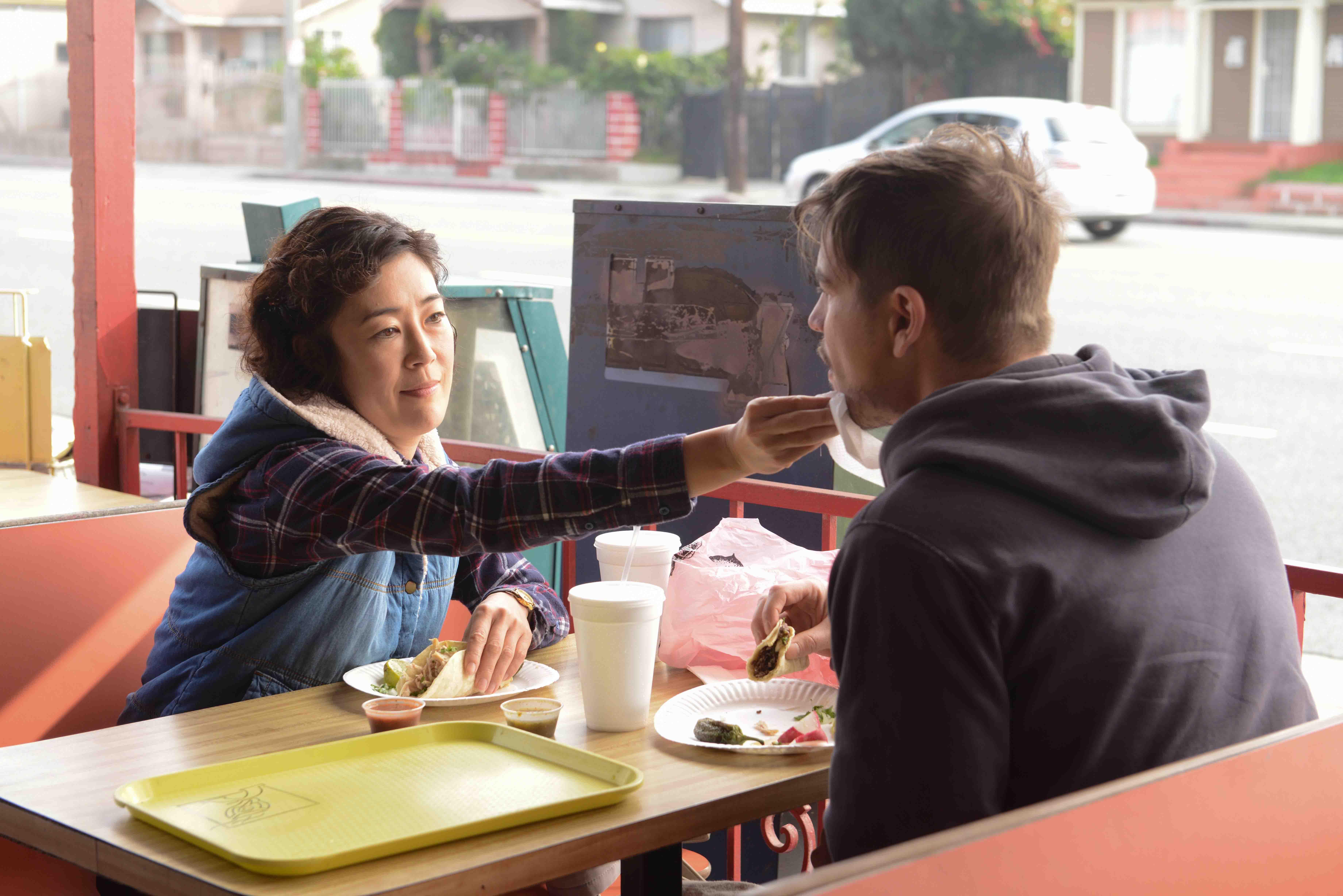 曾獲 柏林影展 影后頭銜肯定的日本影星 寺島忍 ,在《 喔!露西 》中有許多主動調情的演出。
