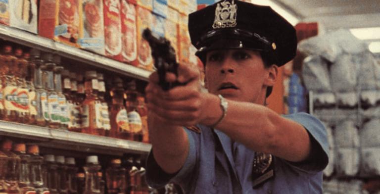 《藍天使》片中的菜鳥女警探角色。