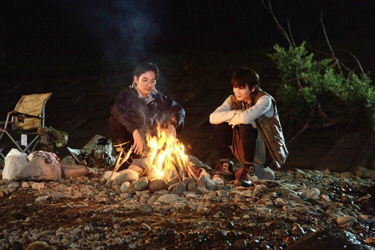 松田龍平、綾野剛《影裏》電影劇照。