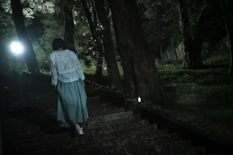 《女鬼橋》以直播畫面帶出劇情,並切換至靈異節目報導的手法。