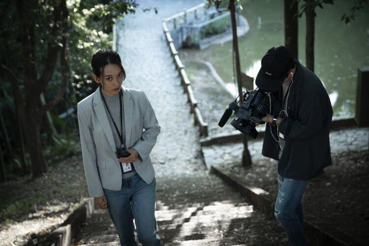 《女鬼橋》故事架構分成兩條平行線, 孟耿如在劇中飾演記者。