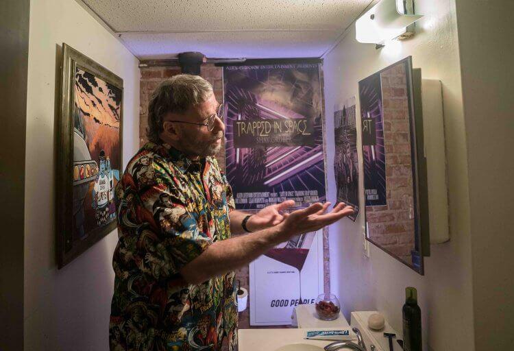編導自身經歷改編電影《頭號粉絲》片中,約翰屈伏塔飾演超級影癡穆斯。