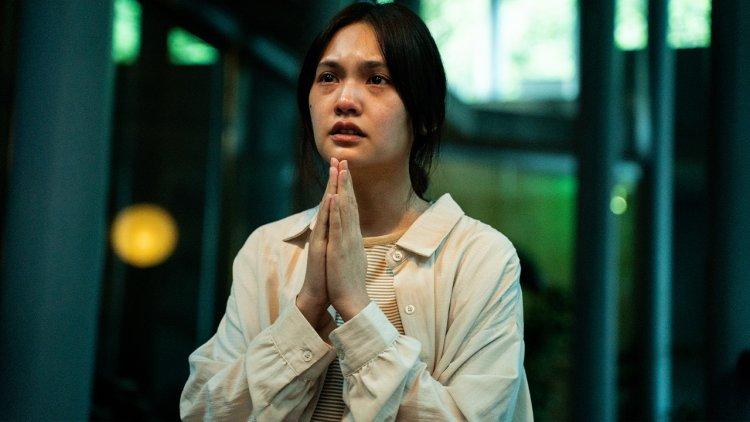 「你聴見什麼?」《靈語》前導預告海報曝光,楊丞琳繼《紅衣 2》再演靈異片,與《麻醉風暴》副導打造台灣驚悚電影新篇章首圖