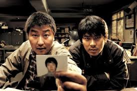 奉俊昊導演電影《殺人回憶》劇照。