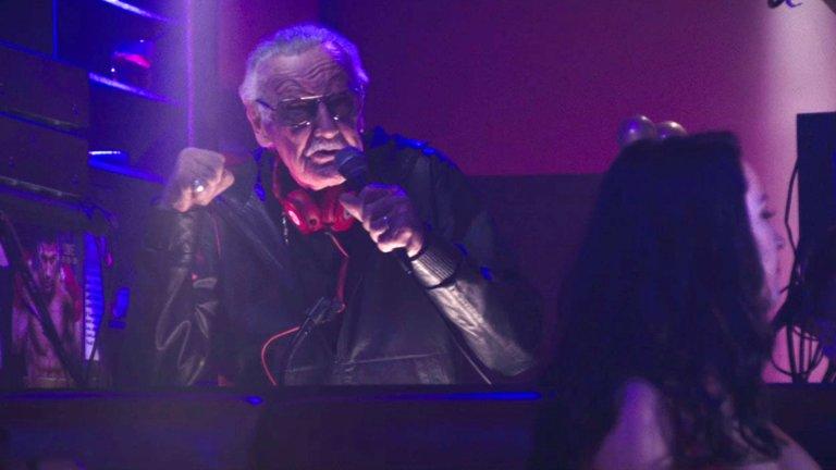 史丹李在《死侍》首集電影中客串一名 DJ。