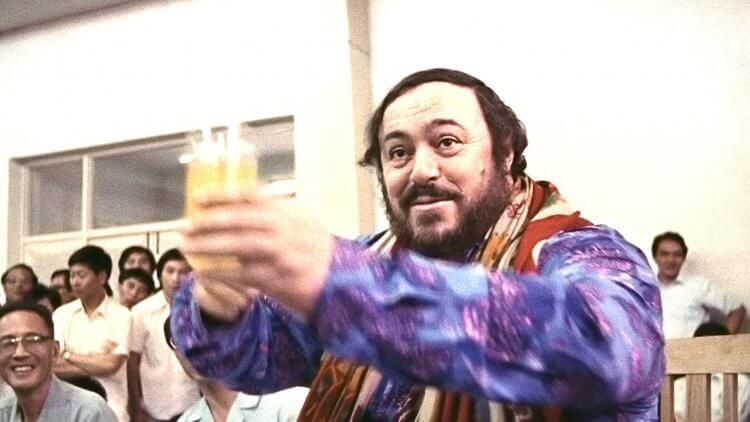 2007 年病逝的世界三大男高音之一帕華洛帝,其紀錄片電影《帕華洛帝:世紀男高音》由朗霍華導演操刀製作 。