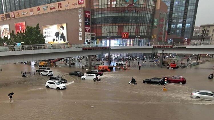中國鄭州洪災。