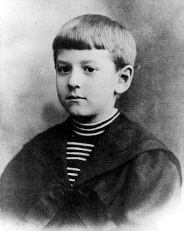 日後的一代克蘇魯神話恐怖小說家:洛夫克拉夫特年幼時的留影。