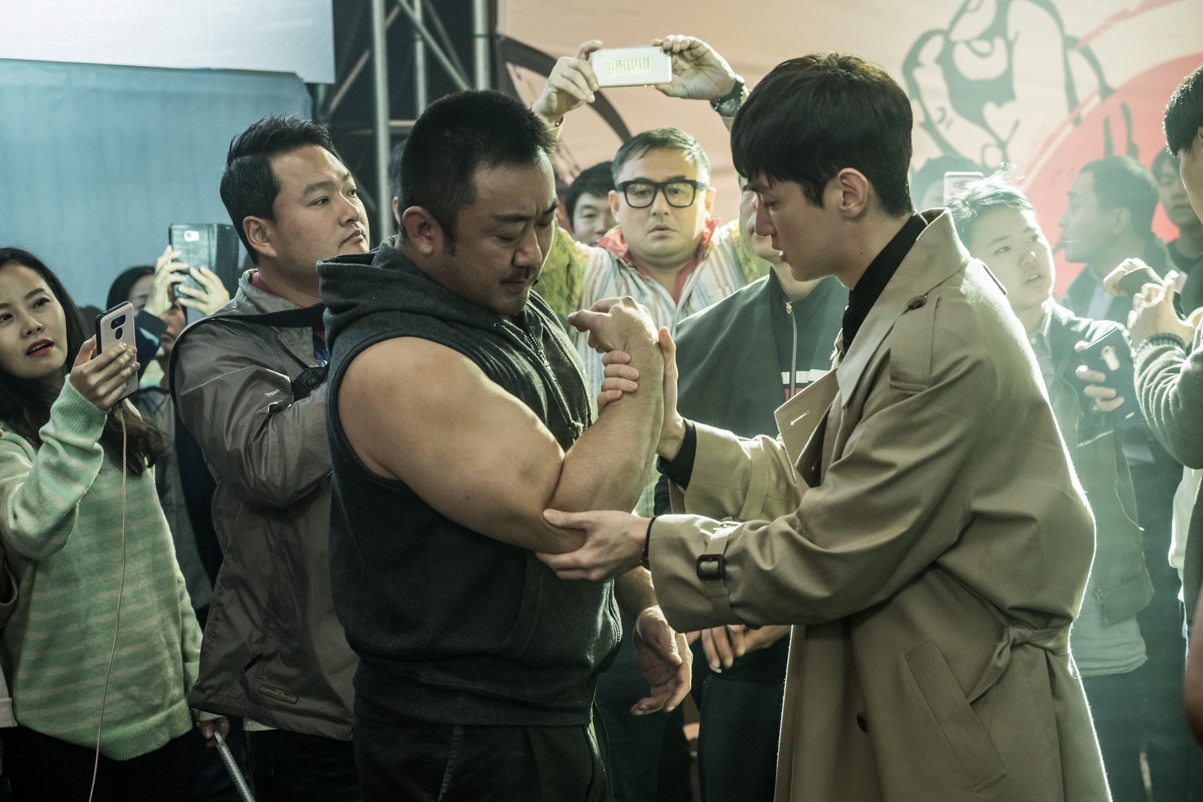 亞洲力量男神 馬東錫 在《 冠軍大叔 》片中展現20吋驚人肌肉手臂
