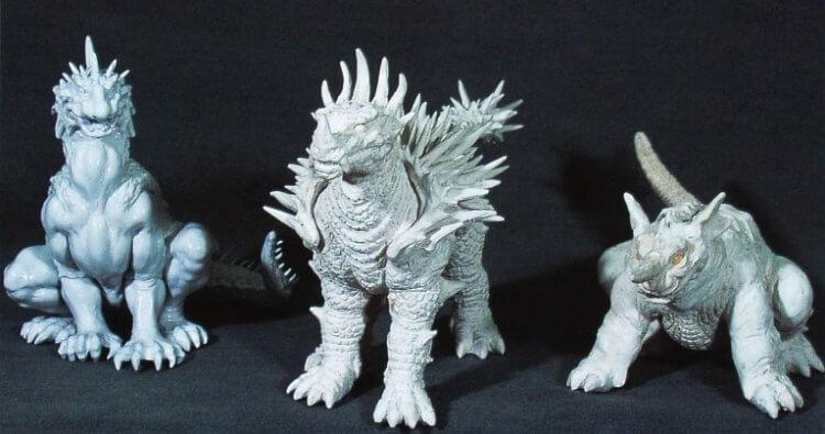 喜愛特攝怪獸電影的監督金子修介原本想將老粉懷念的巴朗、安基拉斯及巴拉貢放進 2001 年《哥吉拉‧摩斯拉‧王者基多拉 大怪獸總攻擊》電影中。