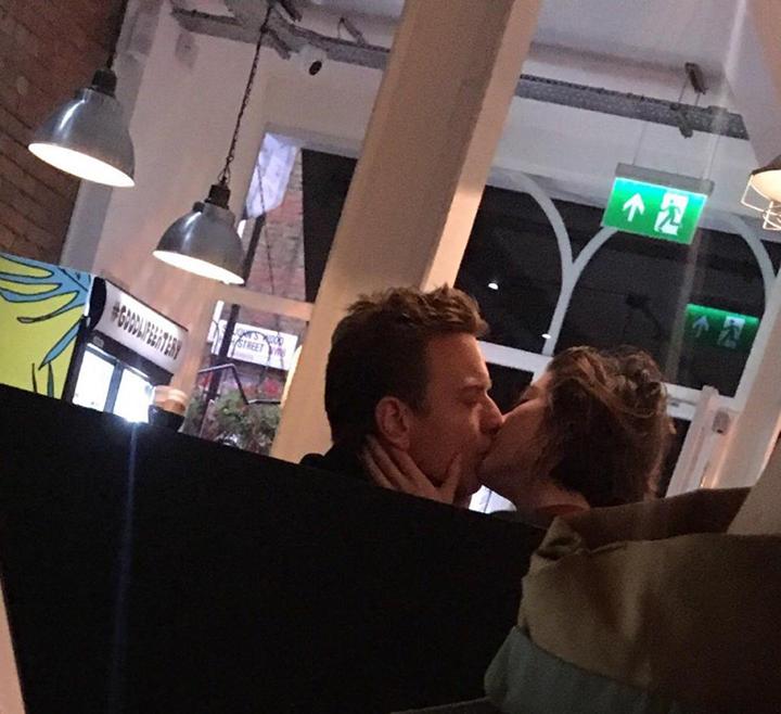 伊旺麥奎格 與 文斯蒂德 擁吻的照片曝光。