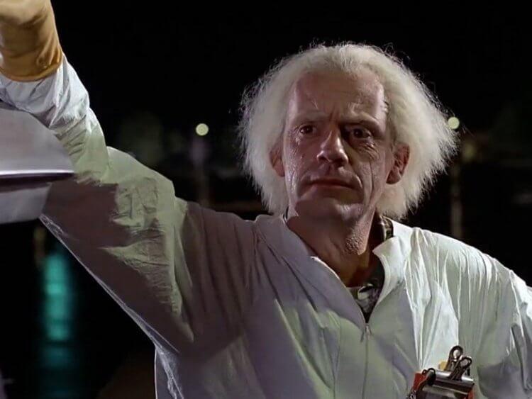 克里斯多夫洛伊在回到未來系列電影裡飾演布朗博士(Doc Brown)。