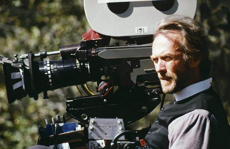 執導《蒼白騎士》的克林伊斯威特。