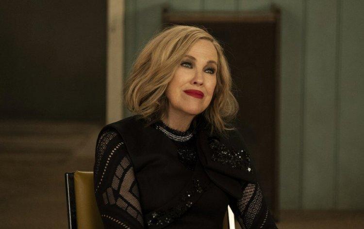 凱薩琳奧哈拉以《富家窮路》抱回 2021 金球獎電視音樂及喜劇類最佳女主角獎