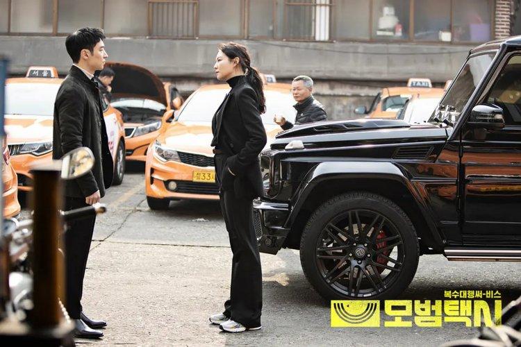 韓劇《模範計程車》劇照。