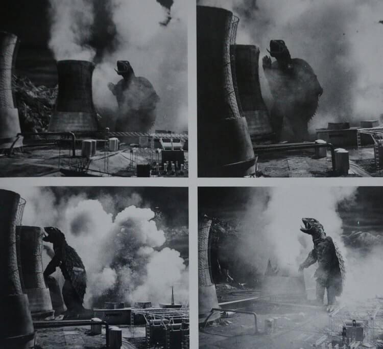 大映電影 1965 年怪獸片《大怪獸卡美拉》破壞發電廠的劇照。