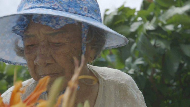 台東出生旅居日本,導演黃胤毓電影《綠色牢籠》記錄沖繩台灣移民的人生故事