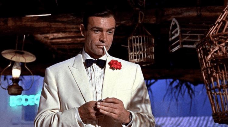 史恩康納萊飾演詹姆士龐德。