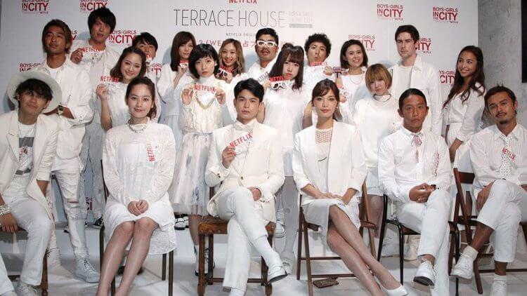 《雙層公寓》第一部全體成員參加劇場版首映禮大合照。