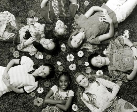 1995 年真人電影《俏奶媽俱樂部》劇照。