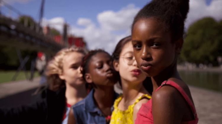 小心 FBI 敲門!法國《小可愛》電影女孩學舞海報太性感,Netflix 為不當行銷設計道歉首圖
