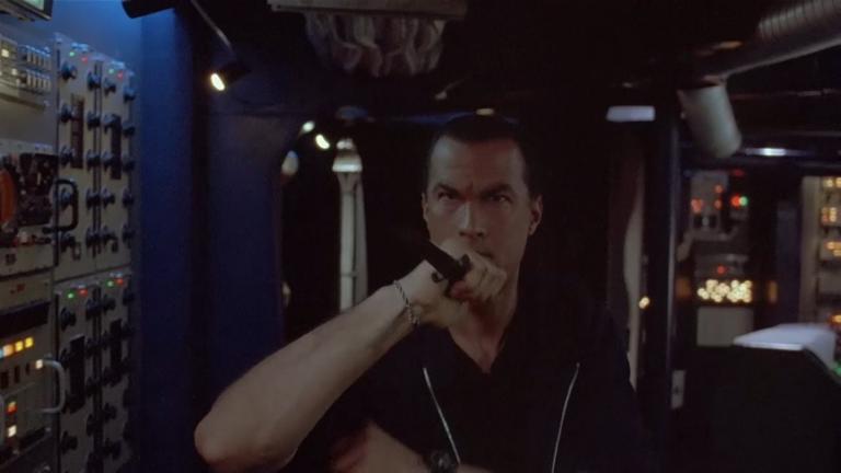 席格在《魔鬼戰將》中飾演的角色,幾乎完美反映了他的前半生。