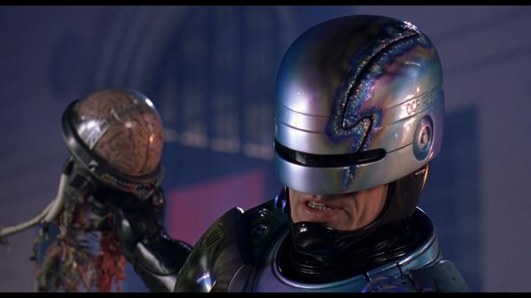 1987 年的經典科幻電影《機器戰警》。