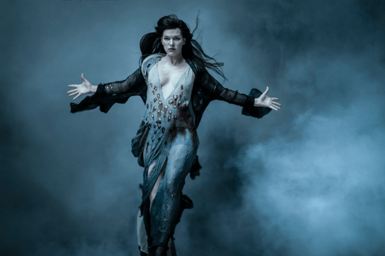 《地獄怪客:血后的崛起》中,「蜜姊」蜜拉喬娃維琪飾演本片反派:血后。
