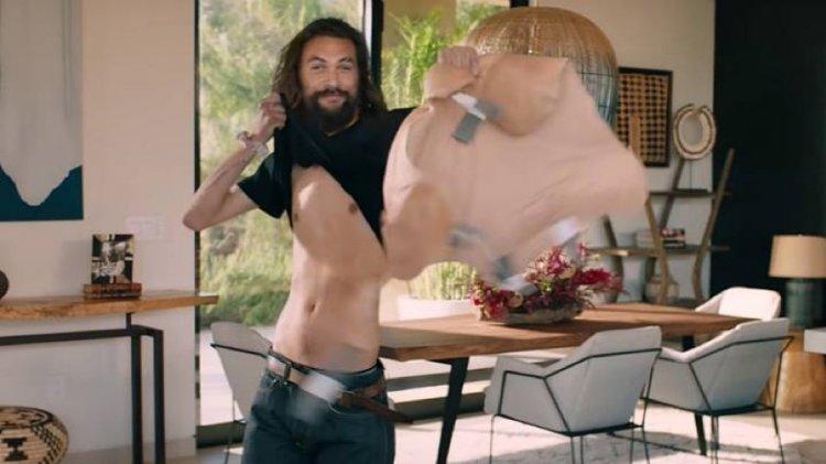Rocket Mortgage 廣告中傑森摩莫亞 (Jason Momoa) 脫掉他的肌肉裝