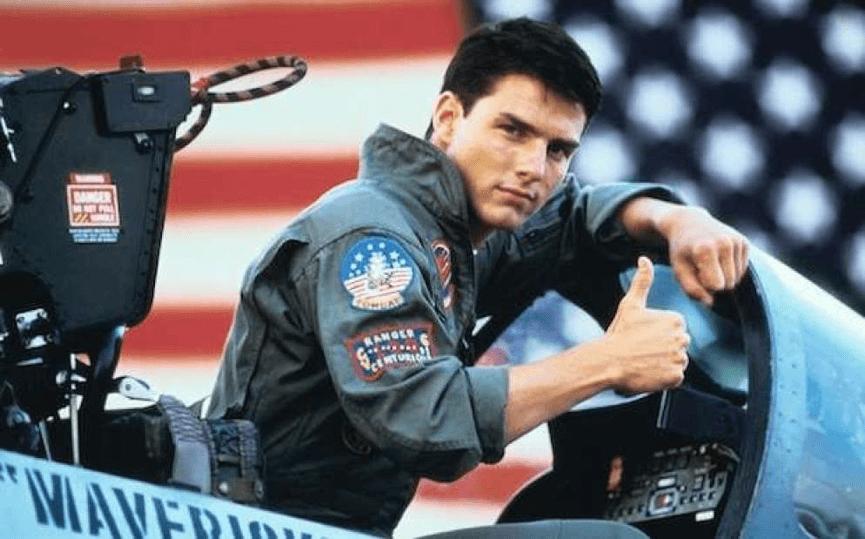 1986年電影《 捍衛戰士 》中, 湯姆克魯斯 飾演帥氣飛官。