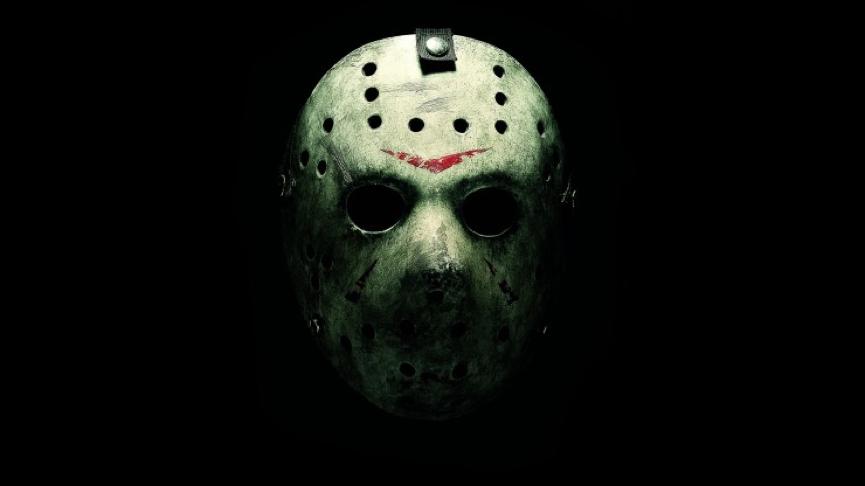 經典的 曲棍球面具殺人魔 : 《 13號星期五 》 傑森 。